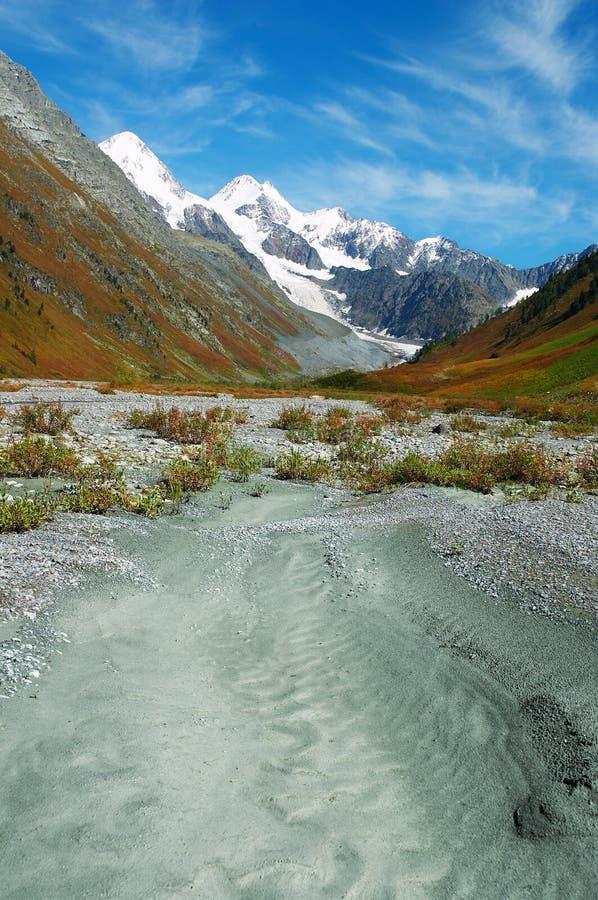 Paisaje hermoso de las montañas. imagenes de archivo