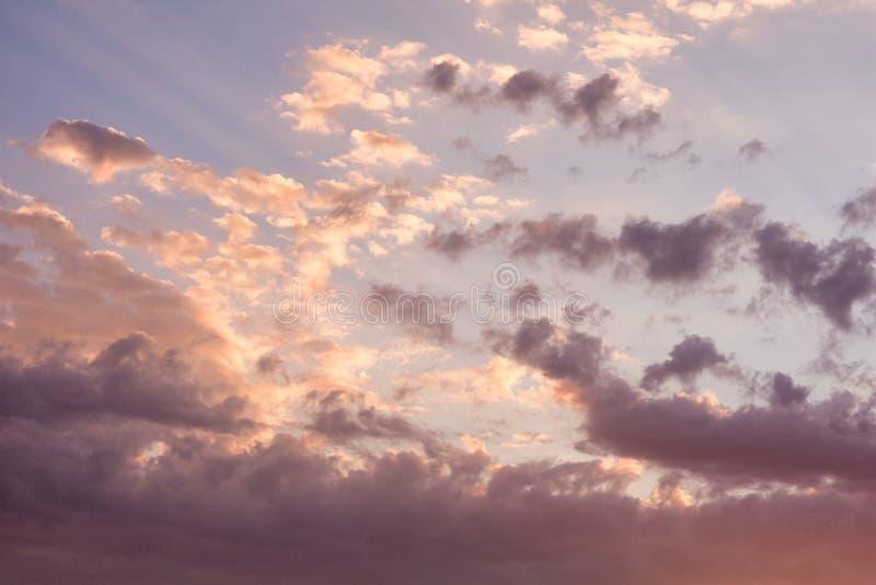 Paisaje hermoso del cielo de igualación La puesta del sol del sol del otoño fotografía de archivo libre de regalías