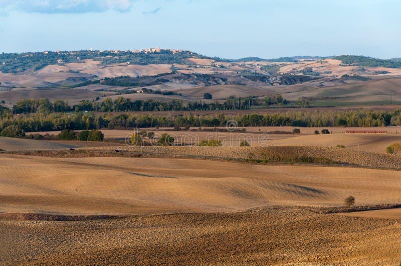 Paisaje hermoso del otoño del ` Orcia de Val d en el fondo Pienza Toscana, Italia foto de archivo