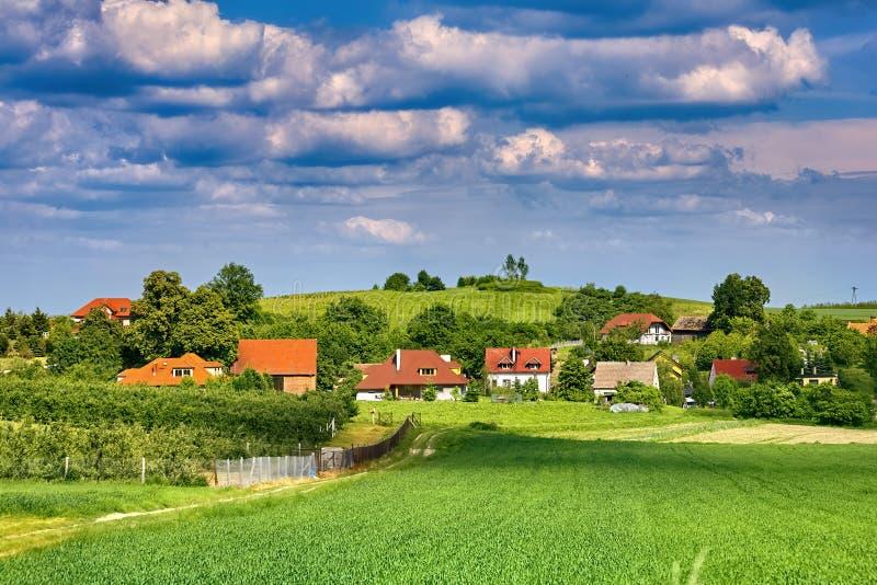 Paisaje hermoso del pueblo en Polonia meridional cerca de Trzebnica imágenes de archivo libres de regalías