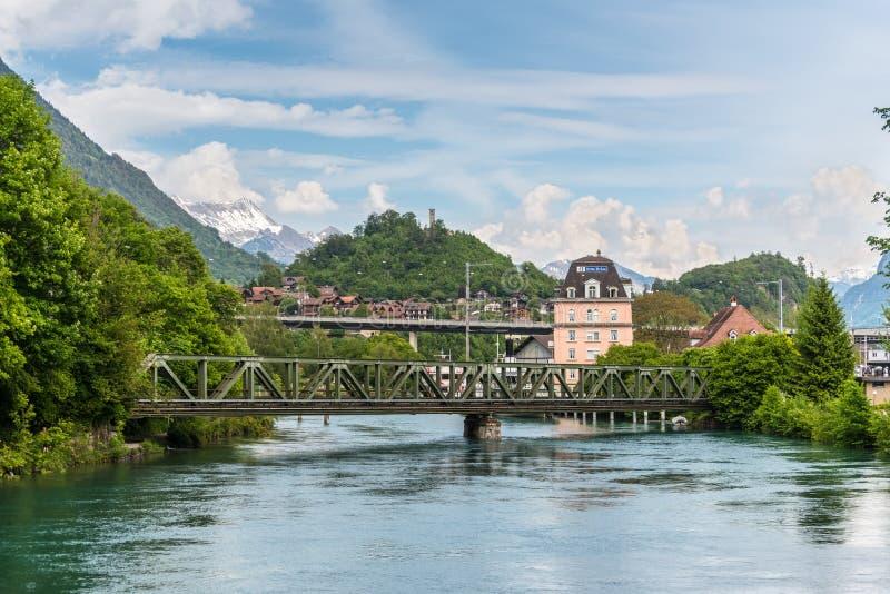 Paisaje hermoso del río de Interlaken, Suiza foto de archivo