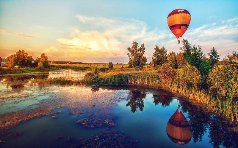 Paisaje hermoso del verano de la salida del sol de la fantasía fotografía de archivo libre de regalías