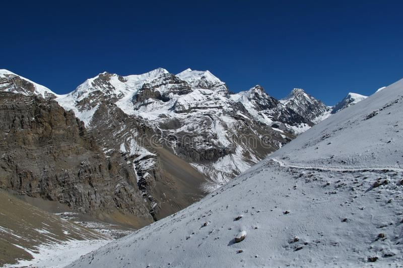 Paisaje hermoso en el Annapurna redondo foto de archivo libre de regalías