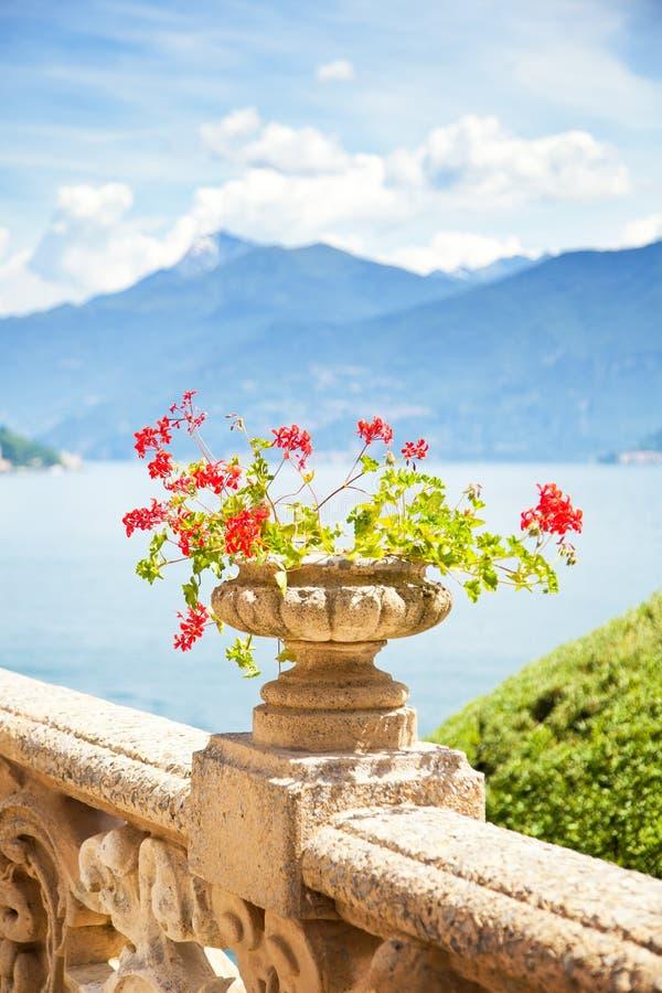 Paisaje hermoso en el lago Como, fotos de archivo
