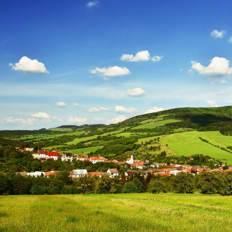 Paisaje hermoso en las montañas en verano República Checa - los Cárpatos - la Europa blancos imagen de archivo libre de regalías