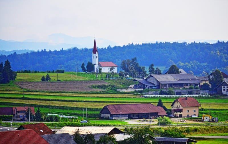 Paisaje hermoso Eslovenia Europa del pueblo del pri Trebnjem del  de GriÄ imagenes de archivo