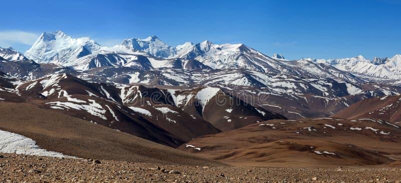 Paisaje Himalayan de la montaña en la prefectura de Ngari, Tíbet, China fotos de archivo