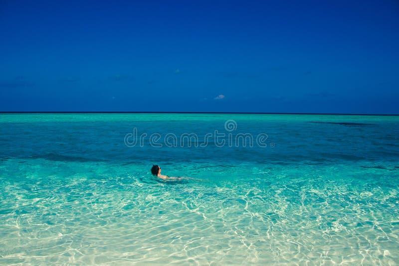Paisaje idílico de la isla del paraíso Playa tropical exótica Vacaciones de verano, centro vacacional de lujo, concepto del turis imágenes de archivo libres de regalías