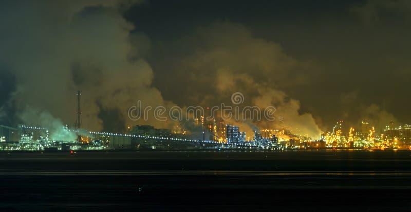 Paisaje industrial de la noche en Corea del Sur fotos de archivo