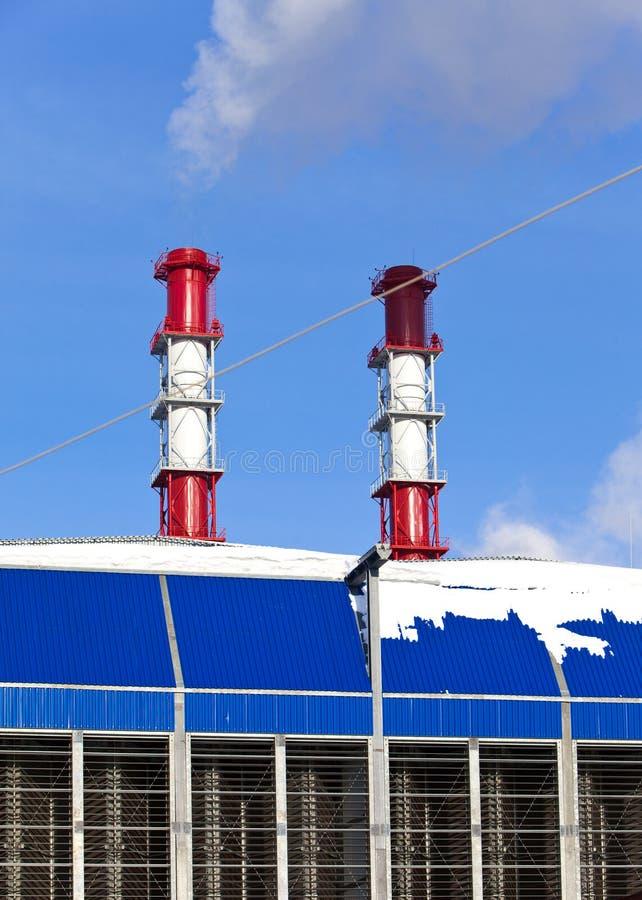 Paisaje industrial Tubo con humo imágenes de archivo libres de regalías