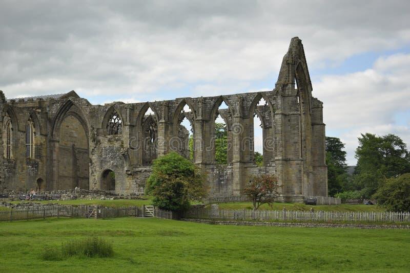 Paisaje inglés del campo: abadía, rastro, cerca foto de archivo libre de regalías