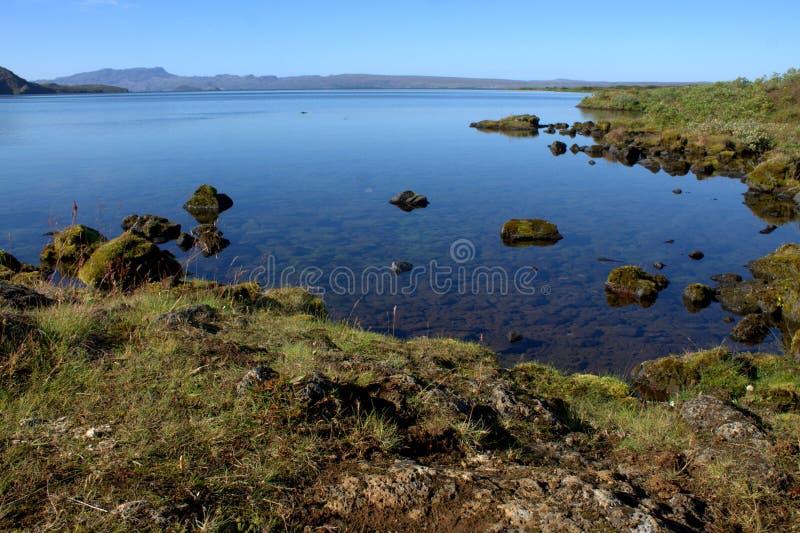 Paisaje islandés con el lago Thingvallavatn en Thingvellir fotos de archivo