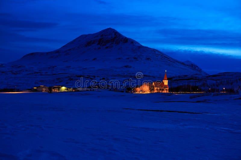 Paisaje islandés del invierno en la oscuridad foto de archivo libre de regalías