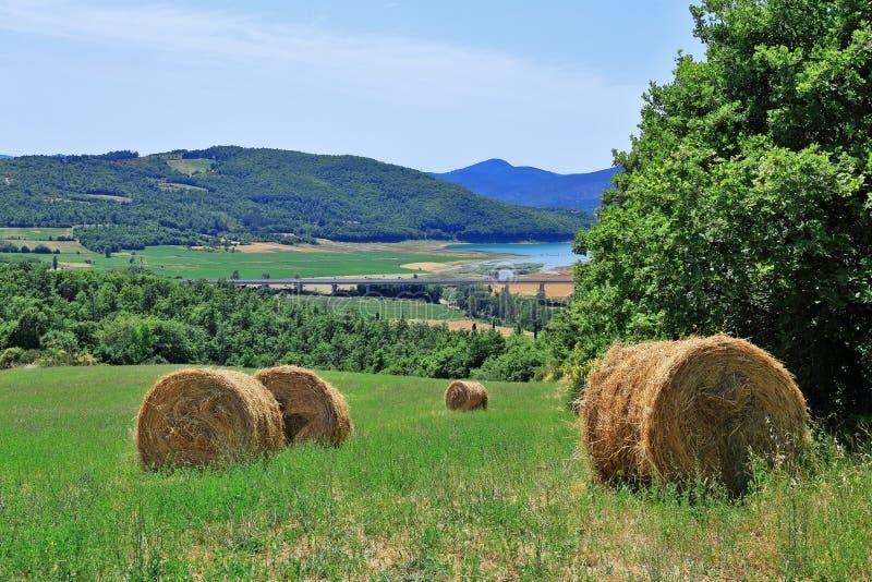 Download Paisaje Italiano En Toscana Imagen de archivo - Imagen de nube, horizonte: 64212073