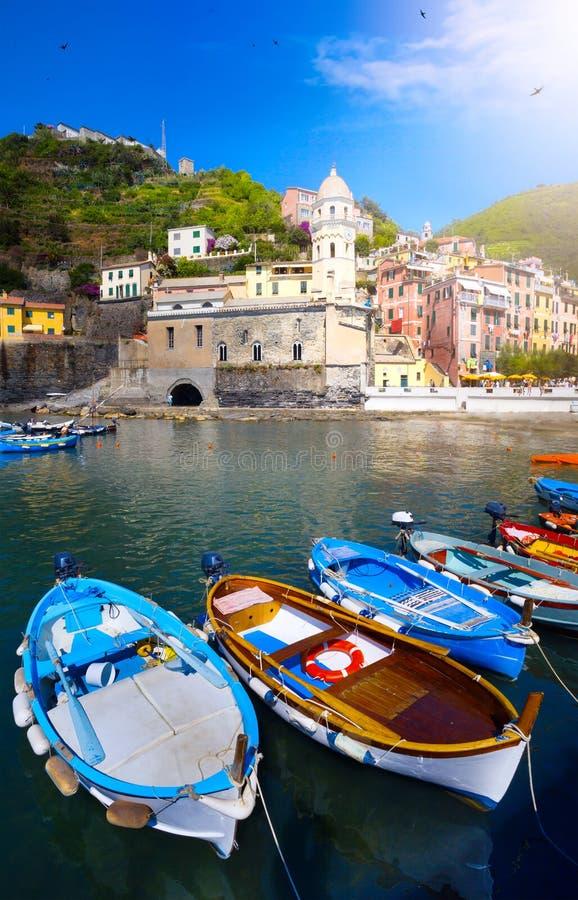 Paisaje italiano hermoso del arte; Costa de Cinque Terre de Italia imagenes de archivo