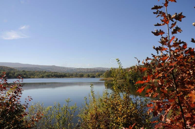 Paisaje, lago colorido magnífico fotografía de archivo