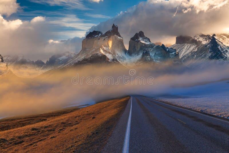 Paisaje majestuoso de la montaña Parque nacional Torres del Paine, Chile imagen de archivo
