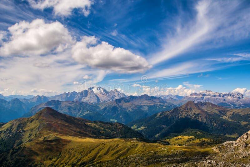 Paisaje maravilloso de las montañas de las dolomías Vista que sorprende de la montaña de Marmolada Ubicación: El Tyrol del sur, d imagenes de archivo