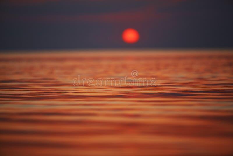 Paisaje maravilloso del mar con puesta del sol sobre el mar fotografía de archivo libre de regalías