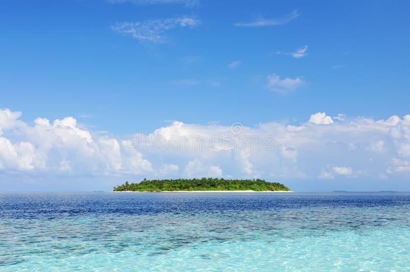 Paisaje marino con la isla imágenes de archivo libres de regalías