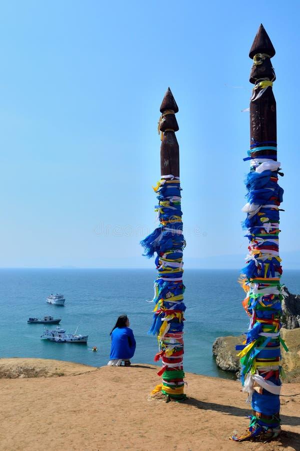 Paisaje marino con los pilares shamanic imagen de archivo