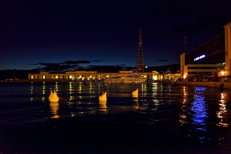 Paisaje marino de la noche de Trieste foto de archivo
