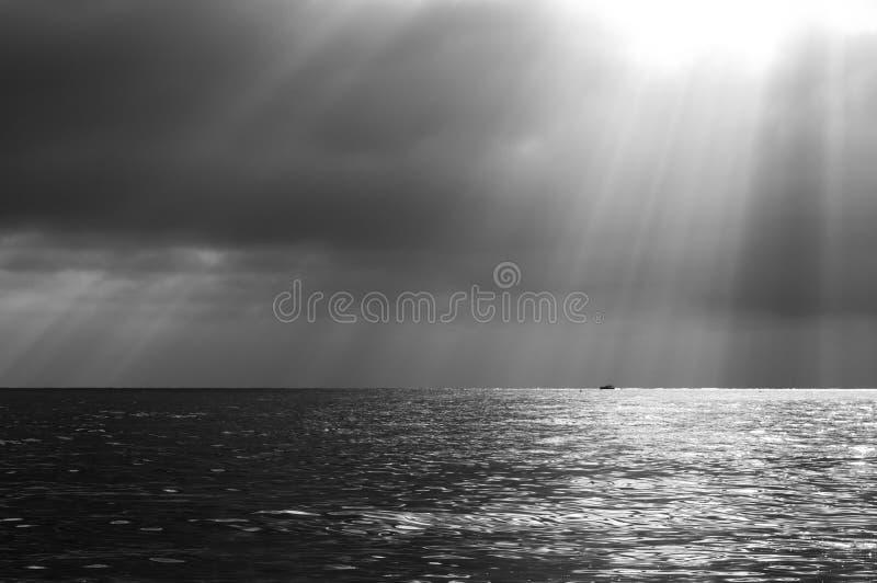 Download Paisaje marino dramático imagen de archivo. Imagen de reflexión - 42435301