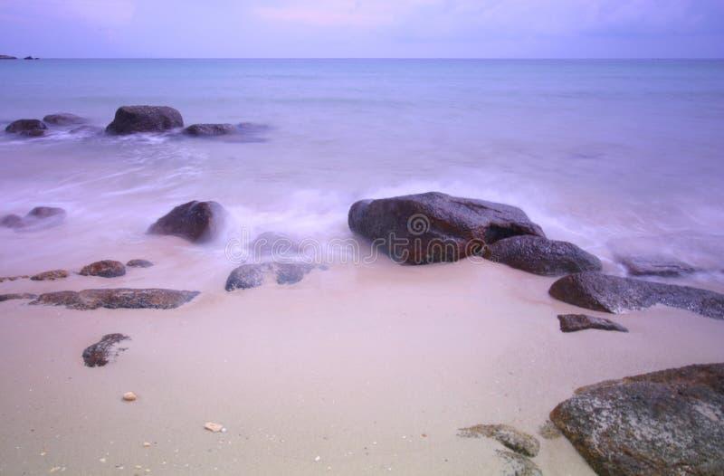 Paisaje marino en colores pastel en el amanecer fotos de archivo libres de regalías