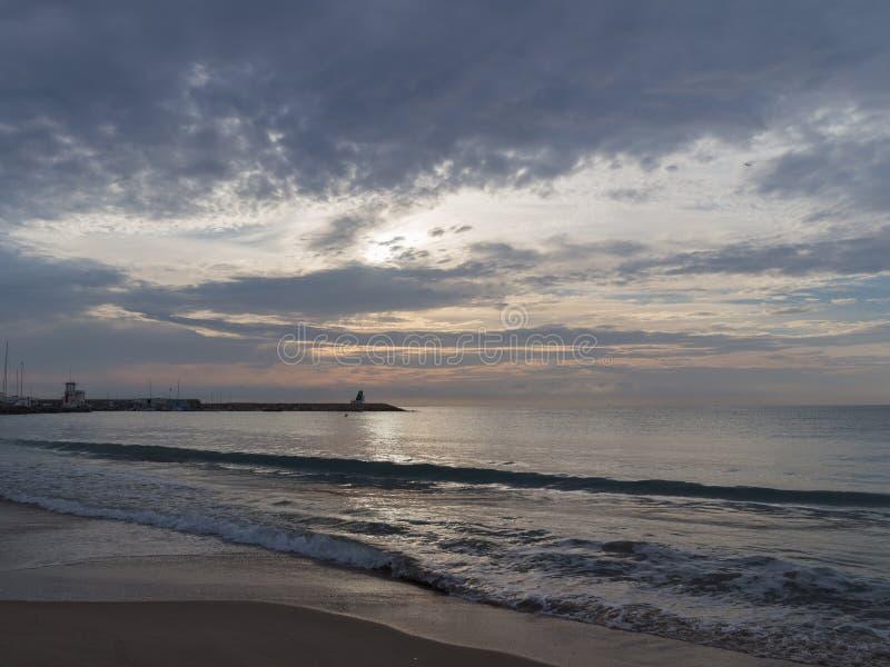 Paisaje marino hermoso en el amanecer fotos de archivo libres de regalías
