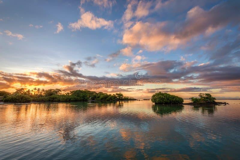 Paisaje marino hermoso en la puesta del sol fotos de archivo libres de regalías