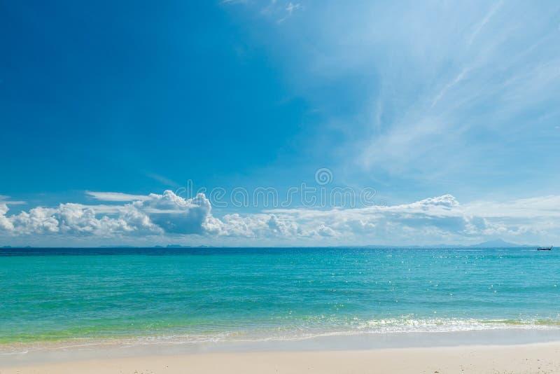 paisaje marino idealista horizontal en un día soleado foto de archivo libre de regalías