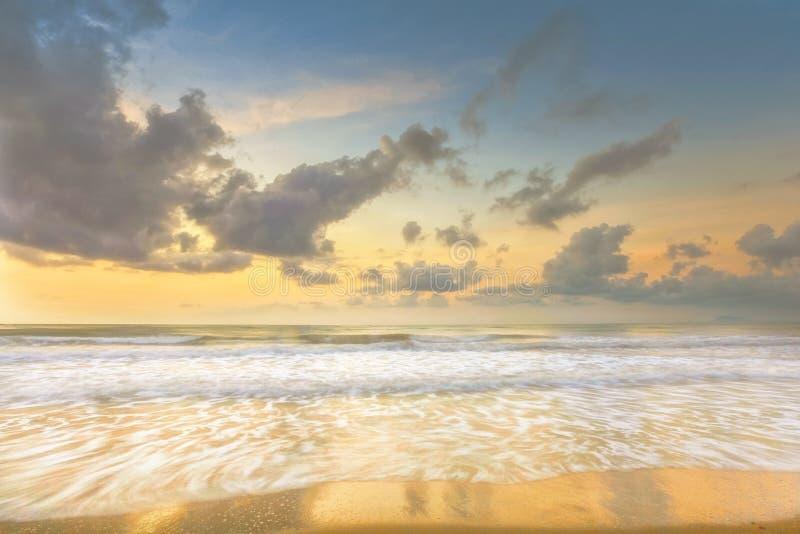 Paisaje marino largo de la exposición de la mañana hermosa fotografía de archivo