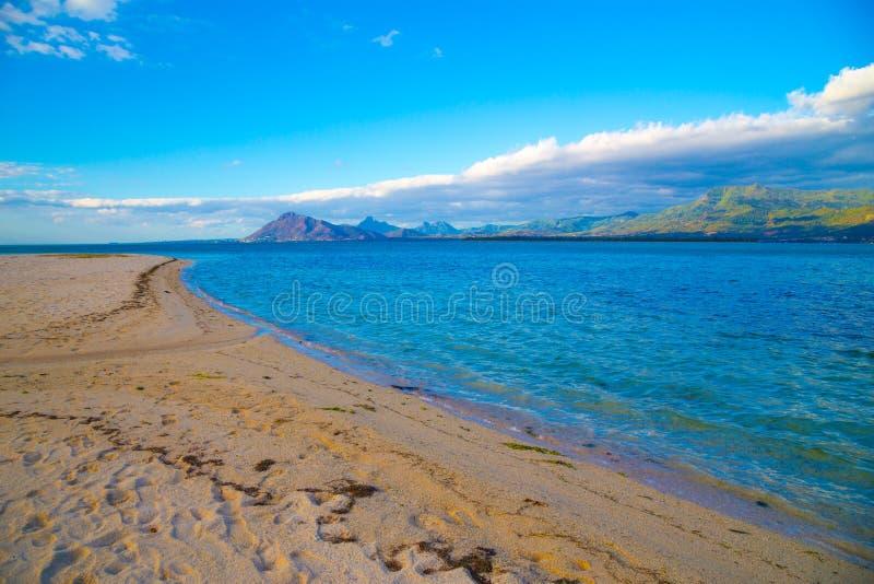 Paisaje marino magnífico en el amanecer imagen de archivo