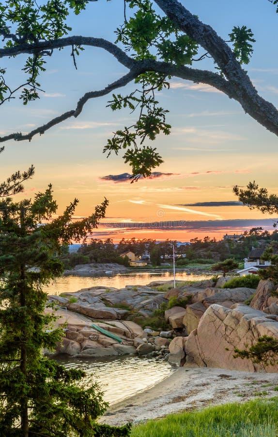 Paisaje marino noruego hermoso por la costa de Sandefjord, Noruega fotos de archivo libres de regalías