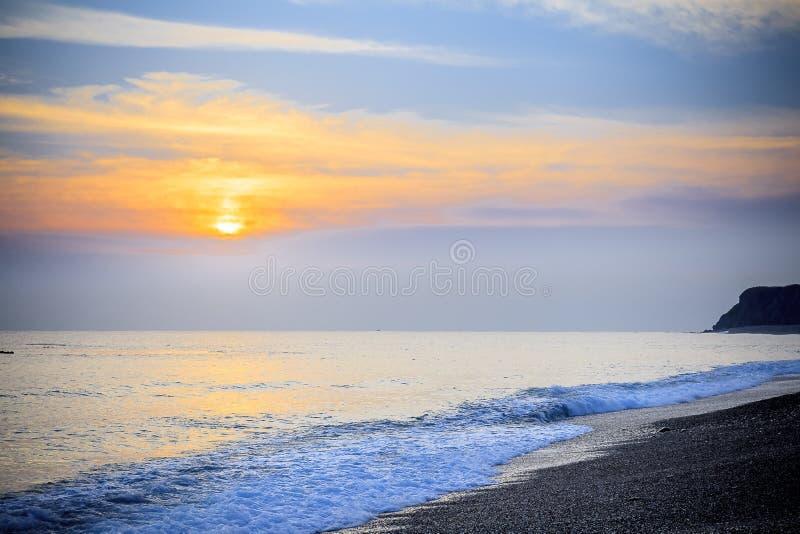 Paisaje marino pacífico del mar del sur de China de la salida del sol de la madrugada foto de archivo