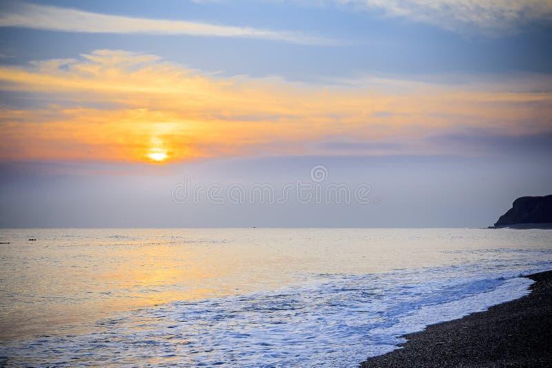 Paisaje marino pacífico del mar del sur de China de la salida del sol de la madrugada imagen de archivo libre de regalías