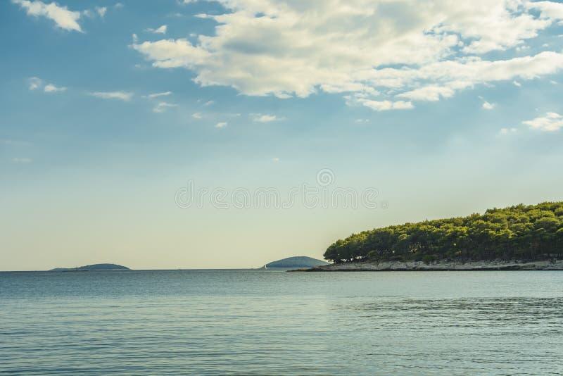 Paisaje marino panorámico de islas imágenes de archivo libres de regalías