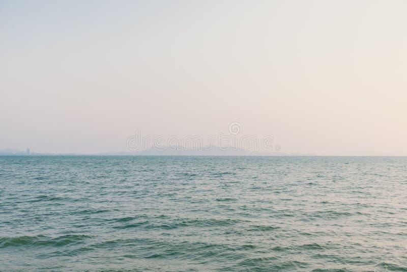 paisaje marino rom?ntico del verano con el mar cristalino fotos de archivo libres de regalías