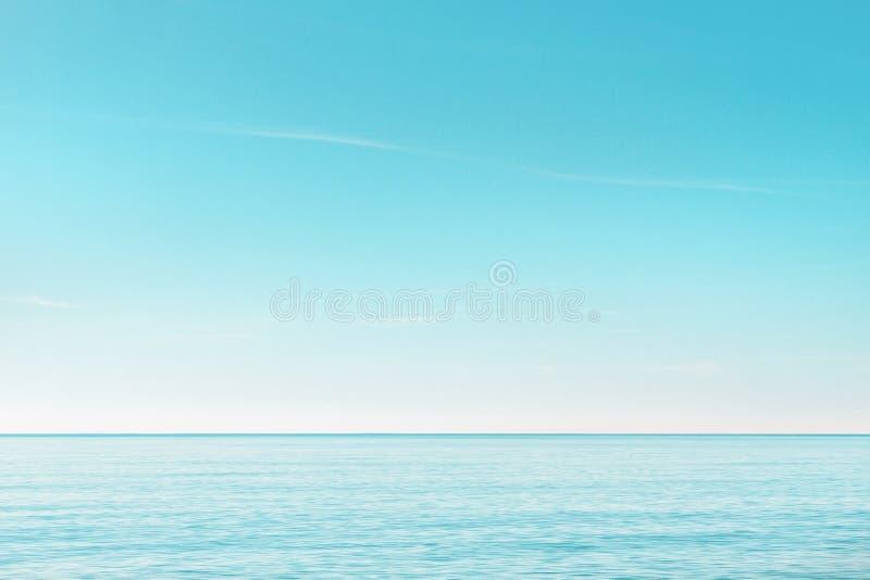 Paisaje marino sereno por la mañana fotografía de archivo