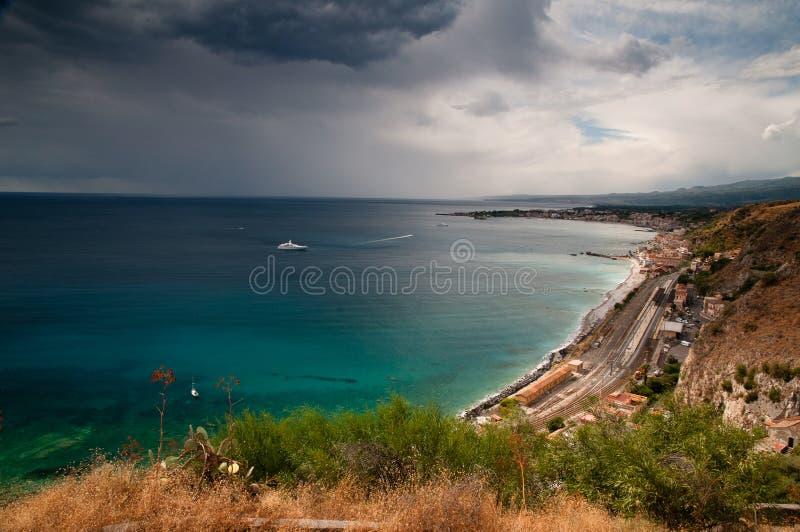 Paisaje marino siciliano imagenes de archivo