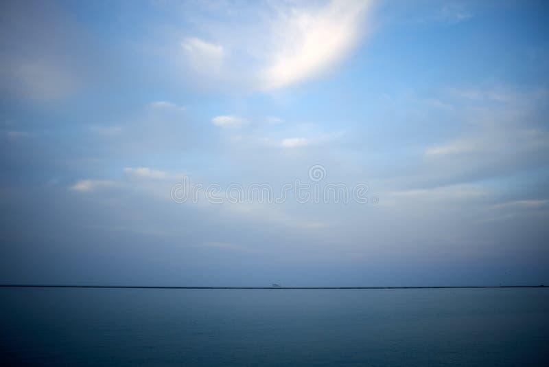 Paisaje minimalista en el lago Michigan, Illinois fotos de archivo