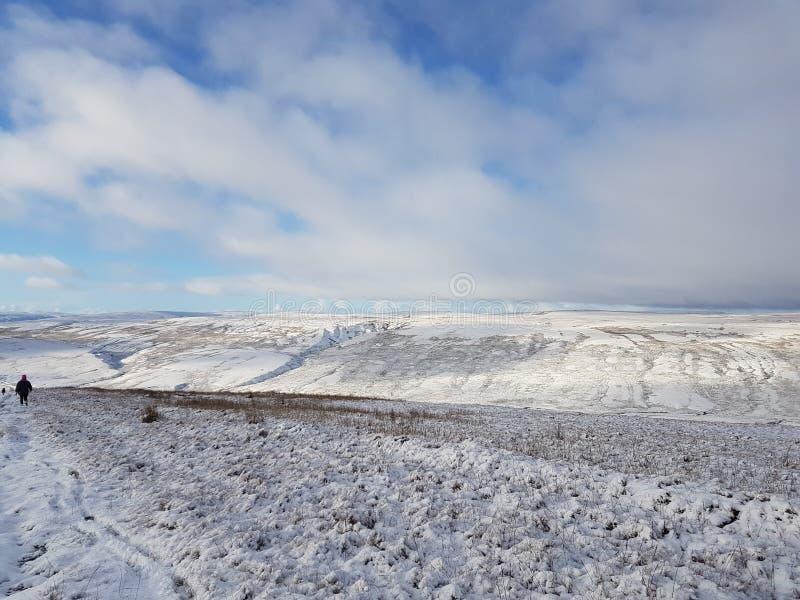 Paisaje Nevado en los valles de Yorkshire del norte foto de archivo libre de regalías