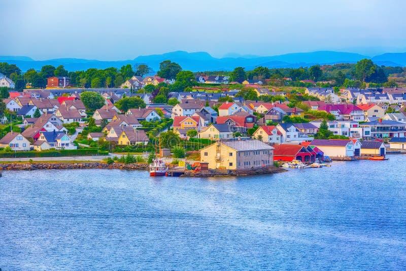 Paisaje noruego de las casas cerca de Stavanger, Noruega fotos de archivo
