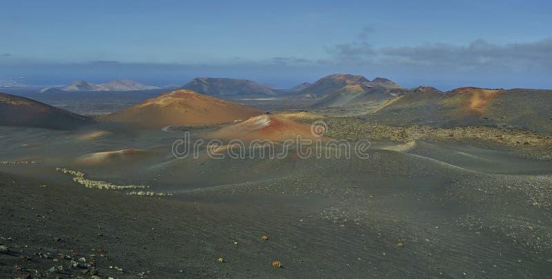 Paisaje oVolcanic del paisaje escénico en el parque nacional de Timanfaya en Lanzarote Islandn la isla de Lanzarote en el Océano  fotografía de archivo