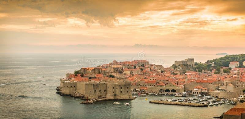 Paisaje panorámico de Dubrovnik, ciudad histórica en Croacia fotografía de archivo