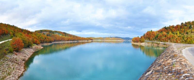 Paisaje panorámico del lago Plastira Karditsa Grecia foto de archivo libre de regalías