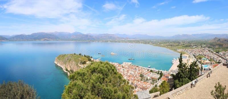 Paisaje panorámico desde arriba de la ciudad Argolis Grecia - opinión de Nafplio del abejón fotos de archivo