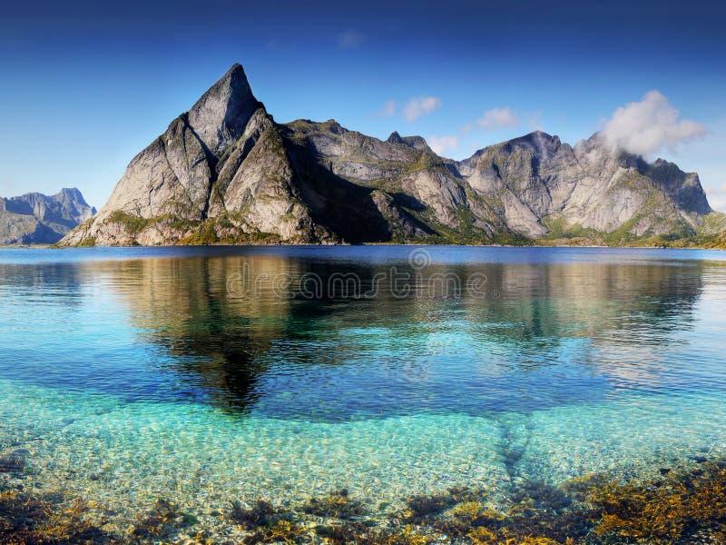 Paisaje pintoresco de Lofoten fotos de archivo
