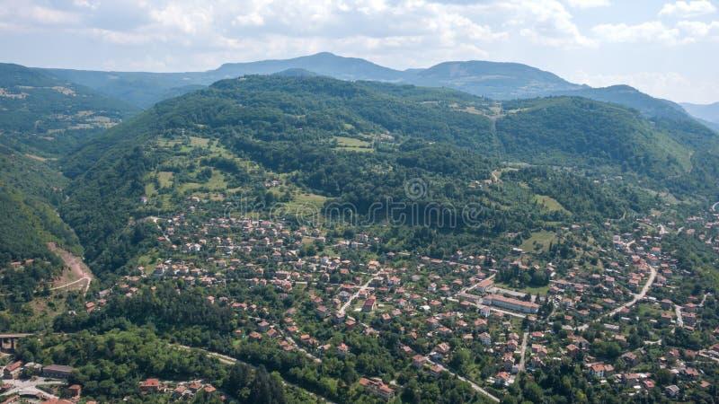Paisaje que sorprende con la garganta de Iskar, montañas balcánicas imagenes de archivo