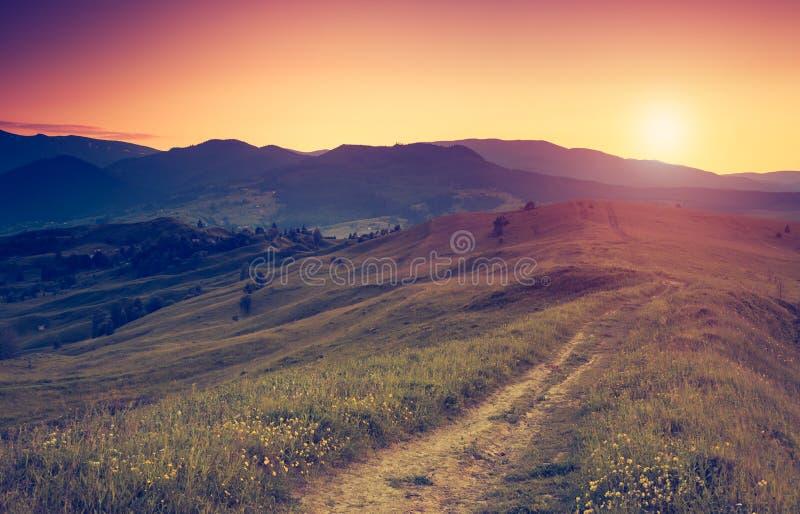 Paisaje retro de la montaña fotografía de archivo libre de regalías